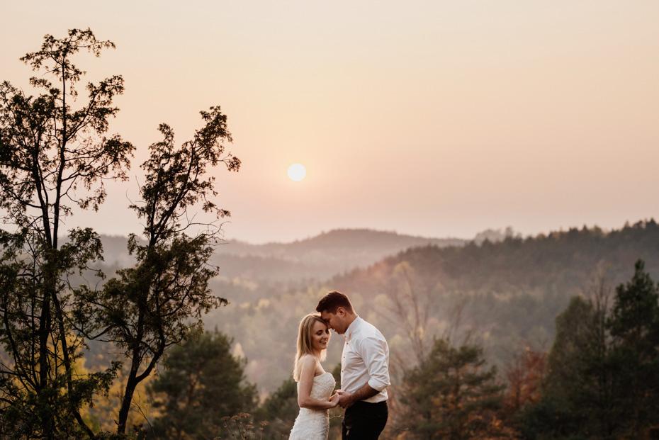 Sesja ślubna w lesie, plener ślubny, zdjęcia ślubne w plenerze, fotografia ślubna w plenerze